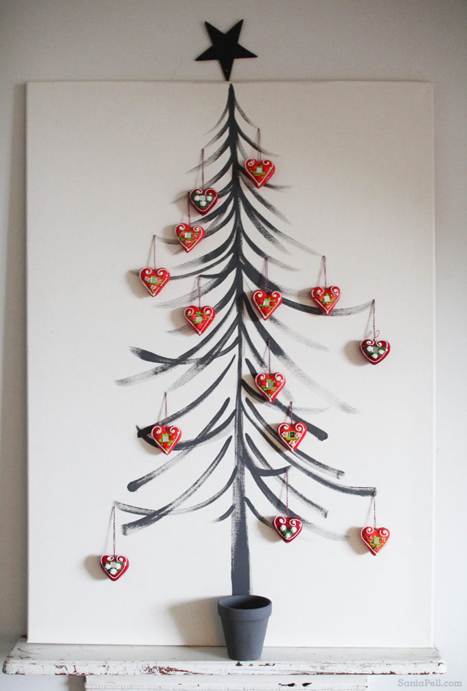 Handmade Croatian Christmas decorations - photo by Sania Pell