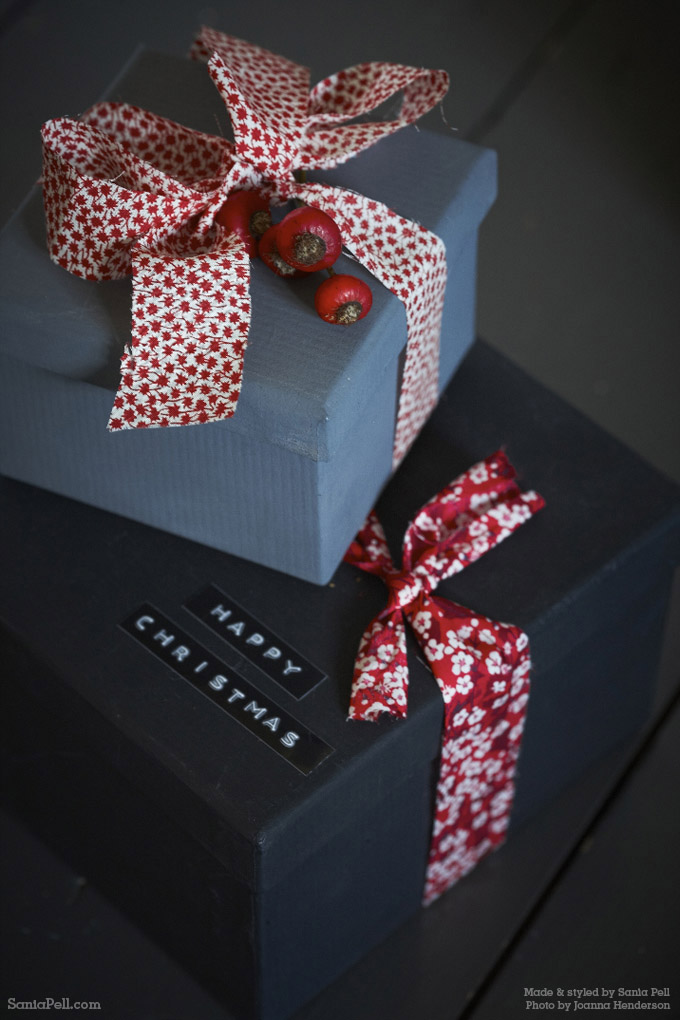 Homemade Christmas gift wrapping by Sania Pell ©2013 Photo by Jo Henderson
